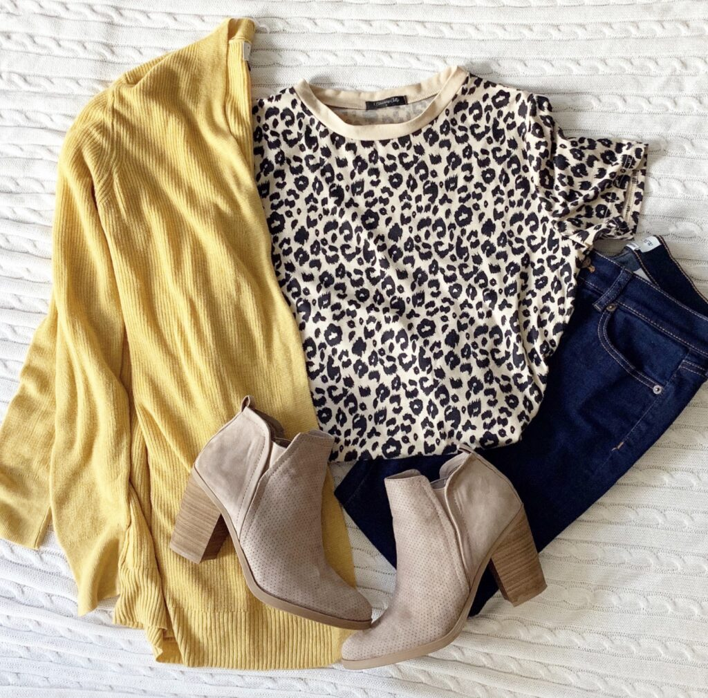 The cutest fall outfit inspiration. Leopard is in for fall!